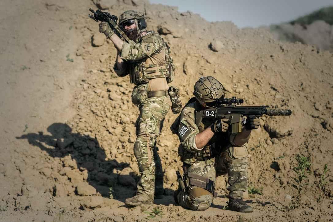 war-desert-guns-gunshow-163478.jpeg
